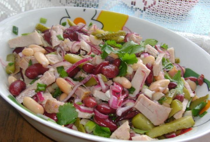 Салат фасоль с ветчиной