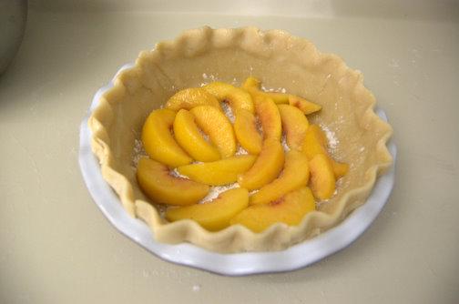 Рецепт Персиковый пирог со сметанным кремом