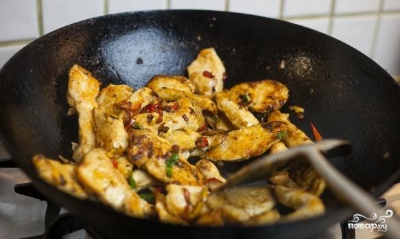 Курица с овощами в воке - фото шаг 6