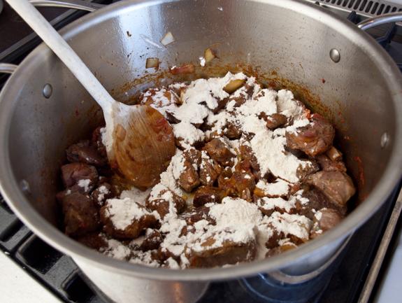 Мясное рагу с картошкой - фото шаг 5