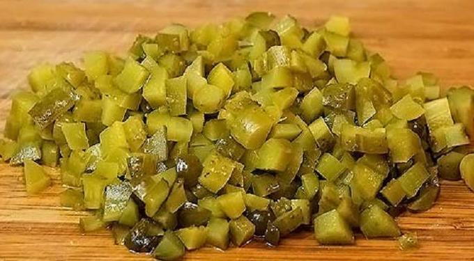Салат из ставриды горячего копчения - фото шаг 4