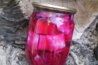 Капуста, маринованная кусочками со свеклой