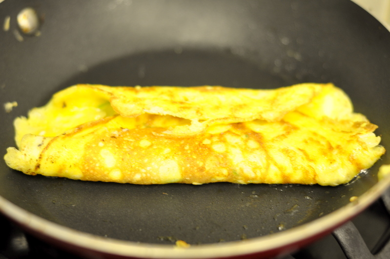 Омлет с молоком и сыром - фото шаг 6