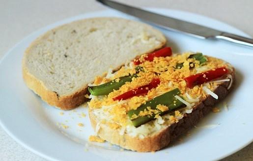 Бутерброды с сыром на сковороде - фото шаг 7