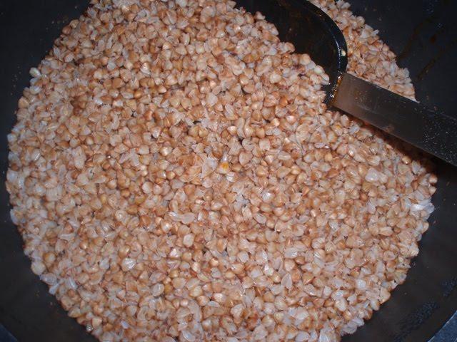 Гречка с фаршем на сковороде - фото шаг 4