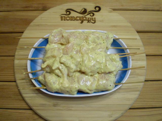 Куриные шашлычки на шпажках в духовке - фото шаг 8