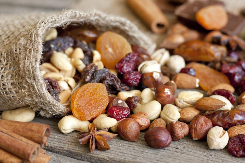 Орехи фундука, кешью, мандаля и сухофрукты