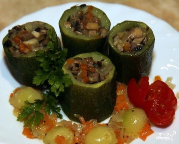 Рецепт Кабачки, фаршированные грибами и овощами