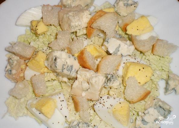 Салат сливочный с сухариками - фото шаг 3