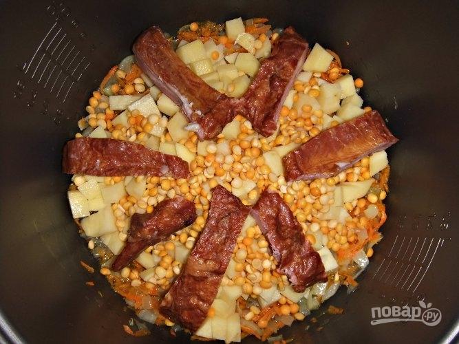 Гороховый суп на копченых ребрышках - фото шаг 4