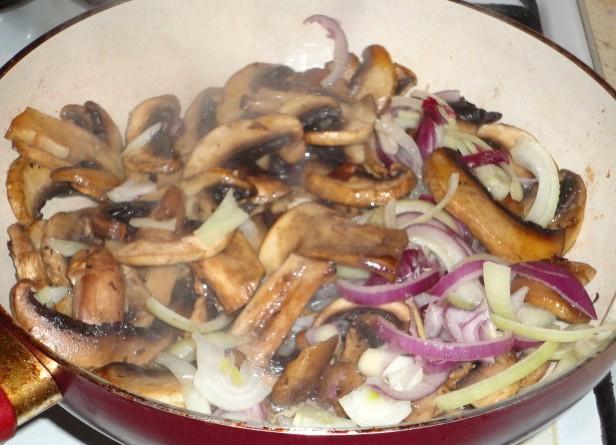 Открытый пирог с курицей и грибами - фото шаг 2