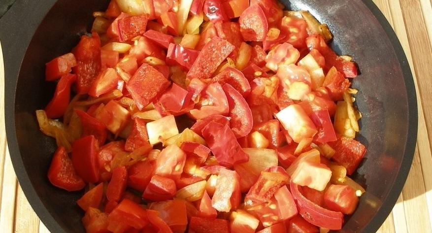 Рецепт Омлет с сыром и помидорами на сковороде