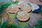 Насыщенные шоколадные капкейки с джемом
