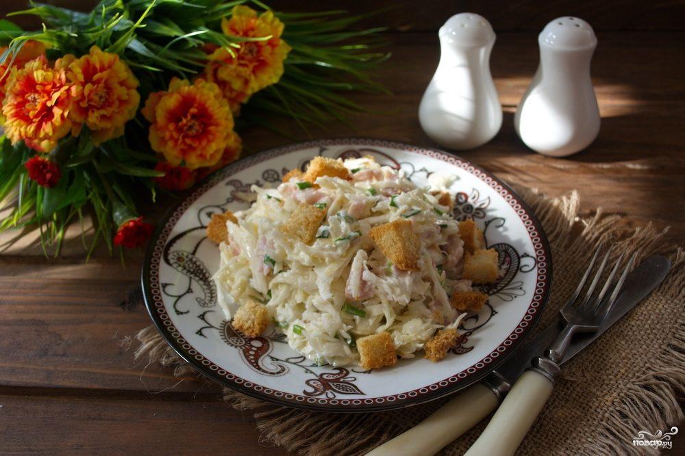 салат быстрый с сухариками фото рецепт