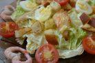 Салат Цезарь с жареной курицей и креветками