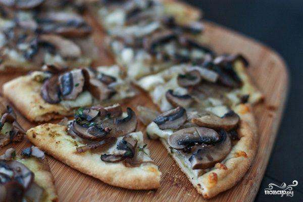 Постная пицца с грибами