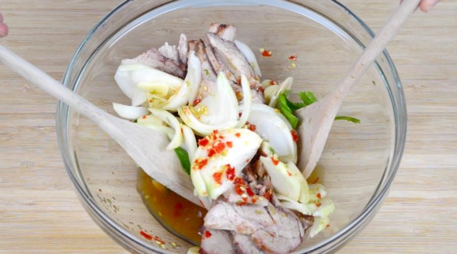Салат шашлычный со свининой - фото шаг 3