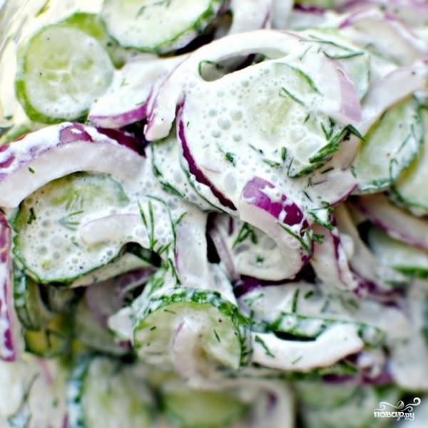 Салат из огурцов в сметанном соусе - фото шаг 10