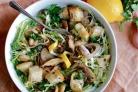 Салат с грибами и сухариками