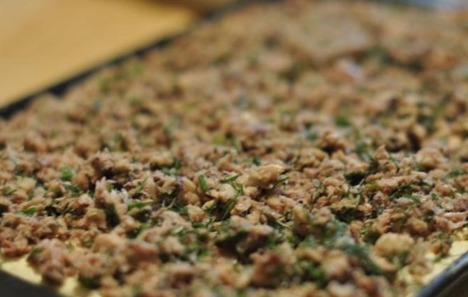Быстрый пирог с консервированной рыбой - фото шаг 5
