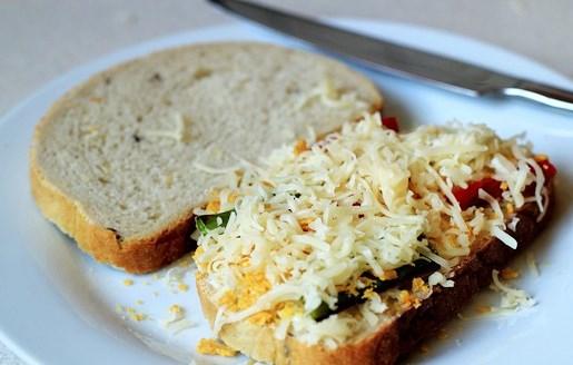 Бутерброды с сыром на сковороде - фото шаг 8