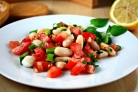 Салат из помидоров и фасоли
