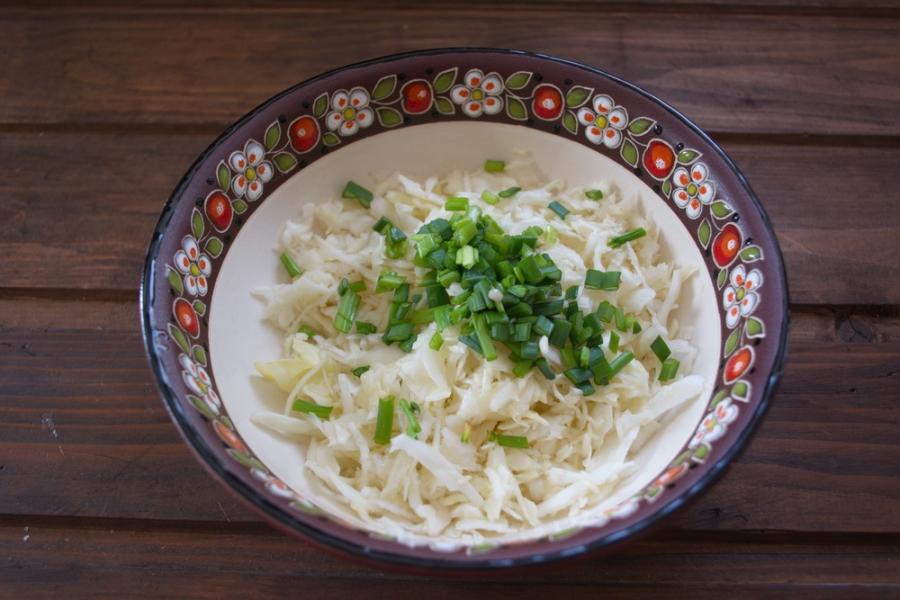 Салат удачный с сухариками - фото шаг 2