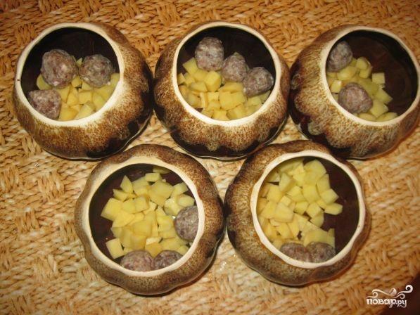 Фрикадельки с картошкой в горшочках - фото шаг 3
