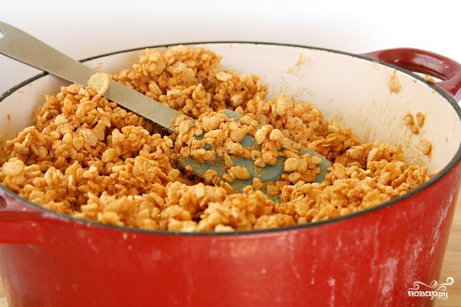 Пирожные с шоколадом, рисовыми хлопьями и арахисовым маслом - фото шаг 2