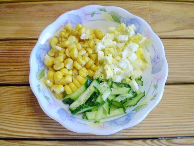 Салат со свежим огурцом и кукурузой рецепт