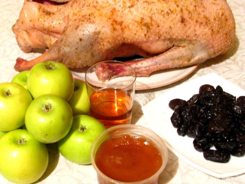 Гусь с яблоками и черносливом - фото шаг 4