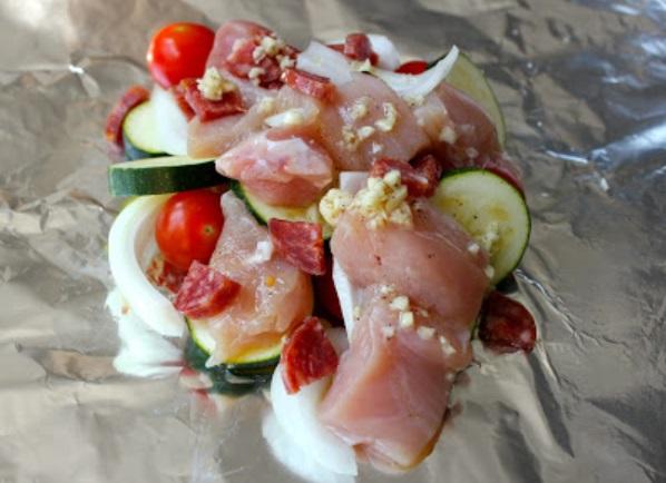 Курица с овощами в фольге - фото шаг 6