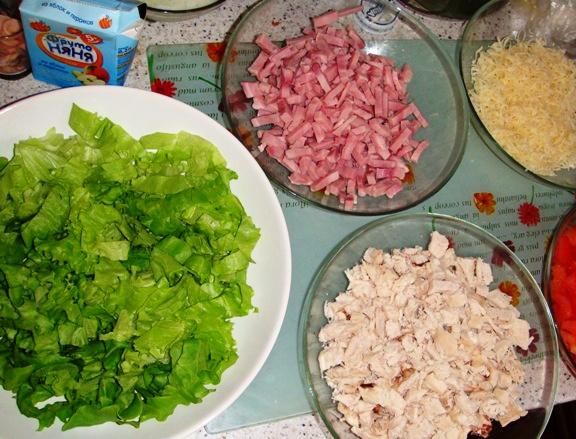 Рецепт Салат с беконом, курицей и помидорами