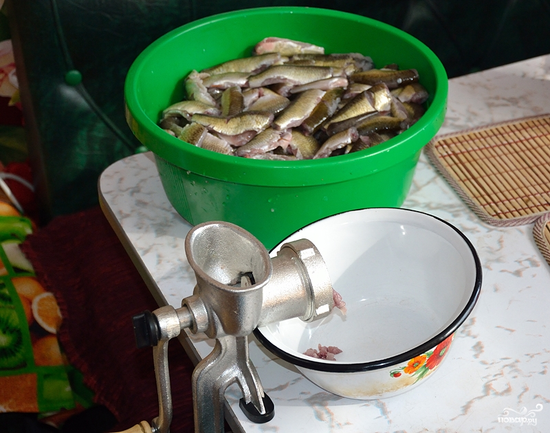 Как сделать котлеты с салом из речной рыбы