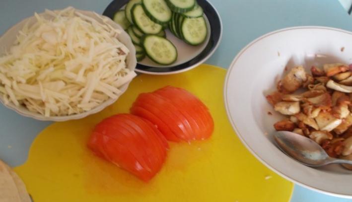 Рецепт Домашняя шаурма с курицей в лаваше