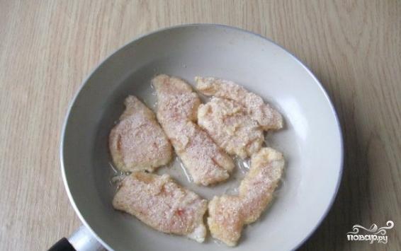 Куриная грудка в панировочных сухарях - фото шаг 4