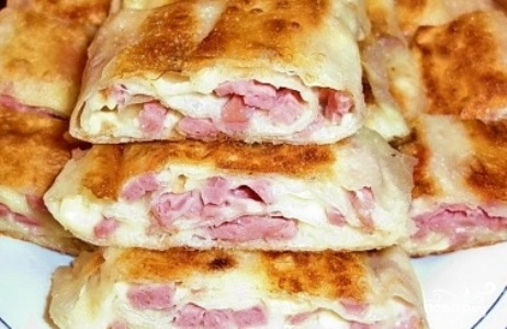 Блинчики с колбасой и сыром