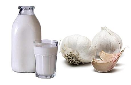 молоко с чесноком от глистов на горшке