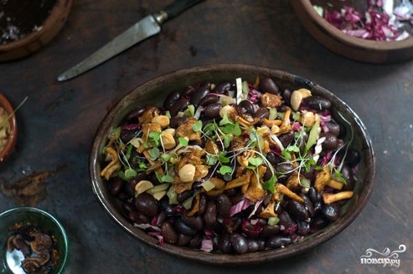 Салат с бобами и грибами