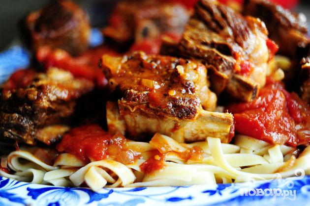Говяжьи ребрышки в томатном соусе - фото шаг 4