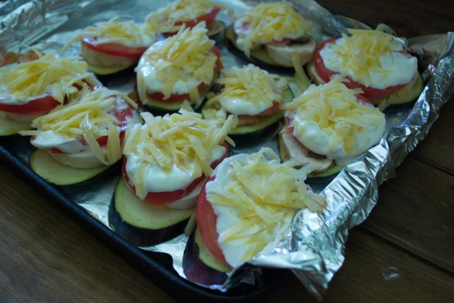 Баклажаны, запеченные с помидорами и сыром - фото шаг 6