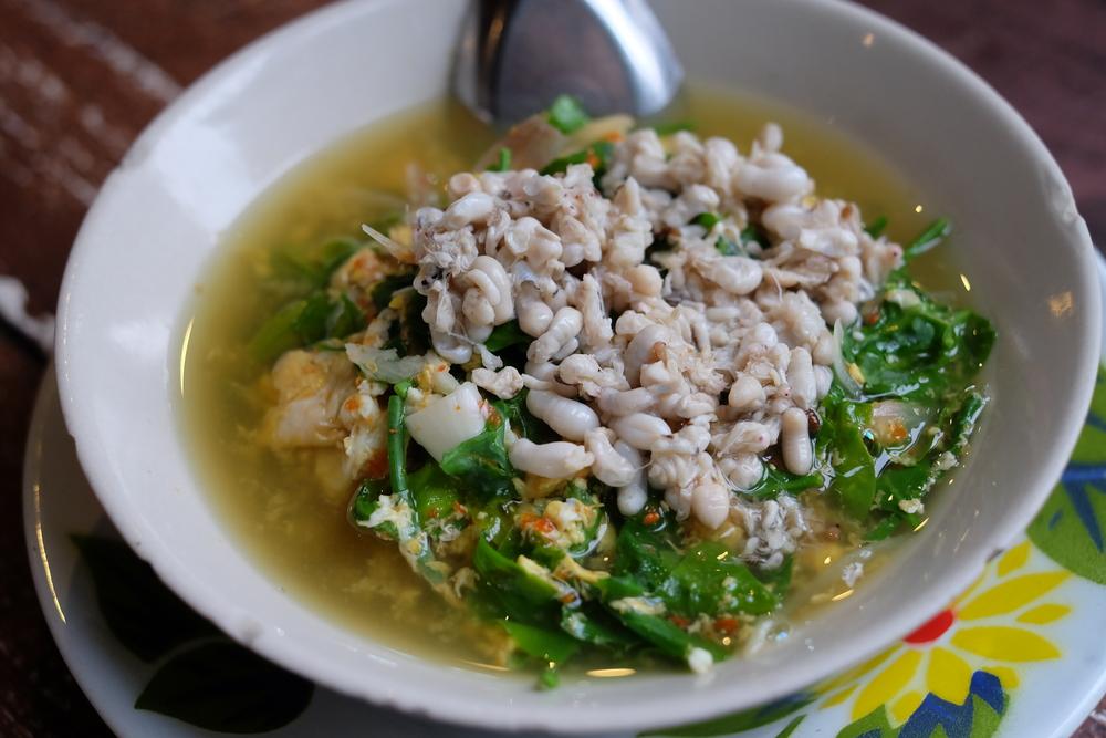 Суп с муравьиными яйцами (лаосский деликатес)