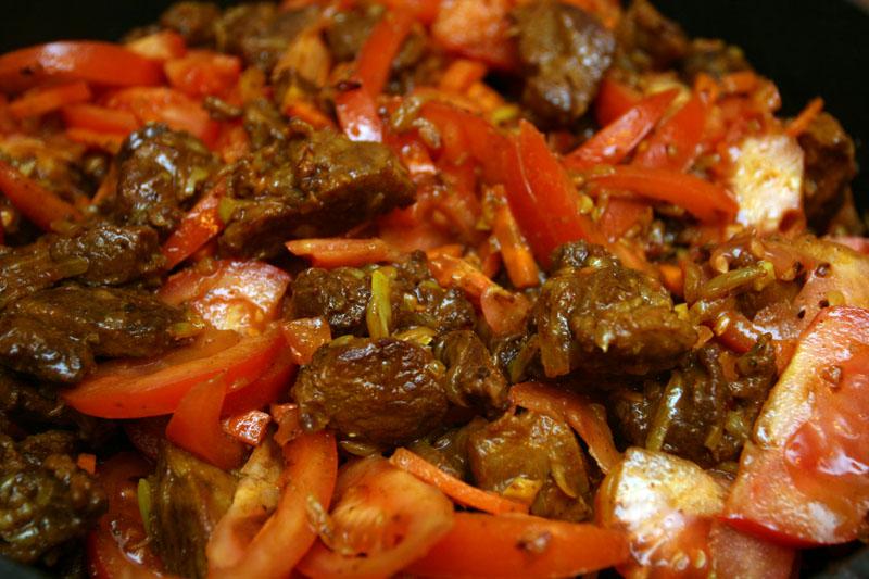Баранина с томатом и курагой - фото шаг 13