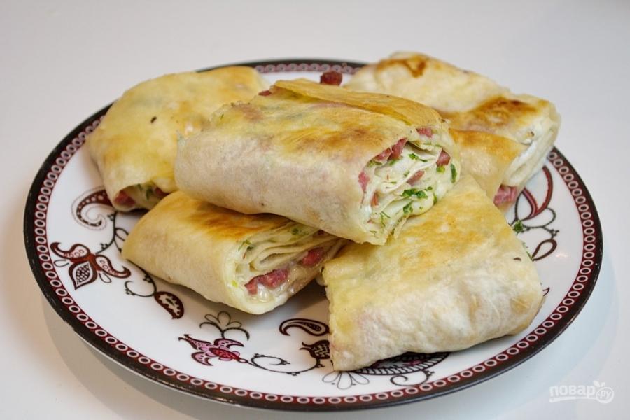 Жареный лаваш с колбасой и сыром рецепт