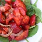 Рецепт Салат из шпината и клубники