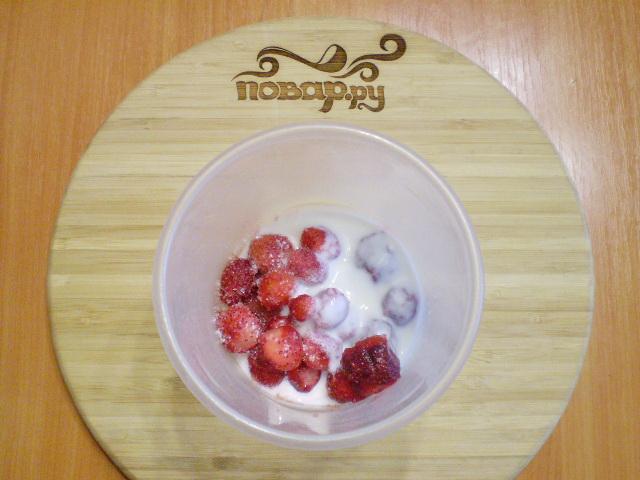 Кефир с ягодами - фото шаг 2