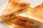 Сэндвич с беконом и яйцом
