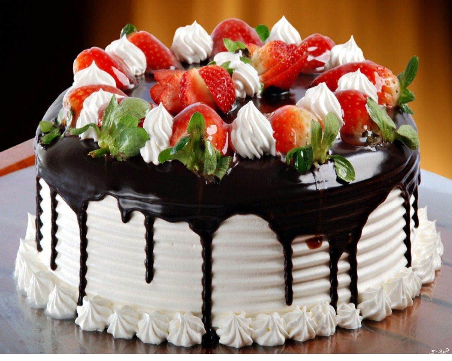 Рецепт Праздничный торт с клубникой