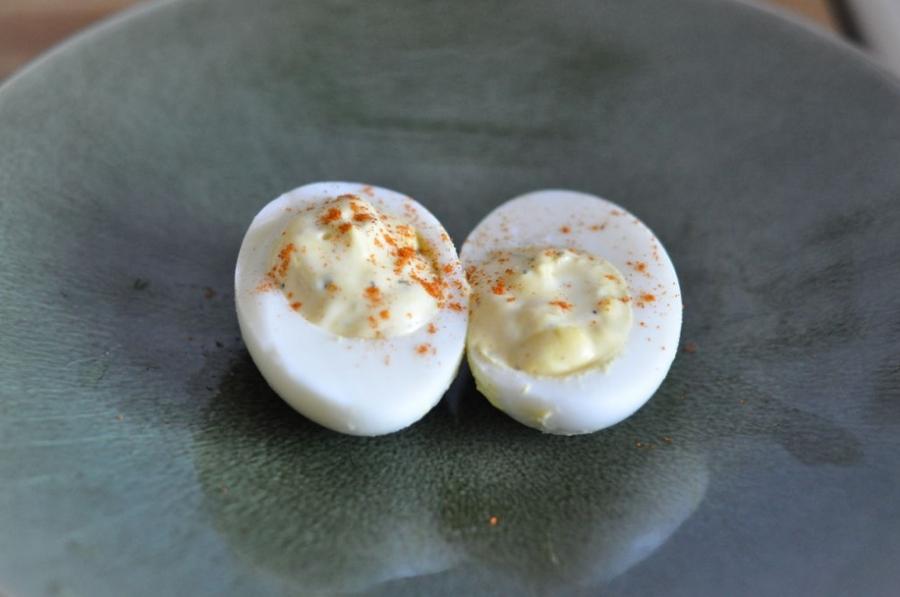 Яйца куриные фаршированные - фото шаг 6