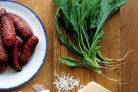 Сосиски-гриль с соусом песто из руколлы